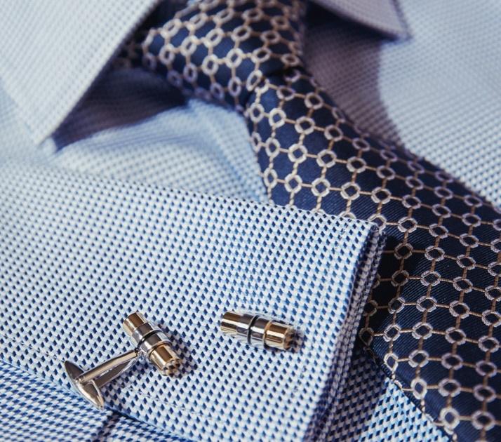 Businesshemden aus edler Baumwolle oder Baumwollstretch von Hawes & Curtis.