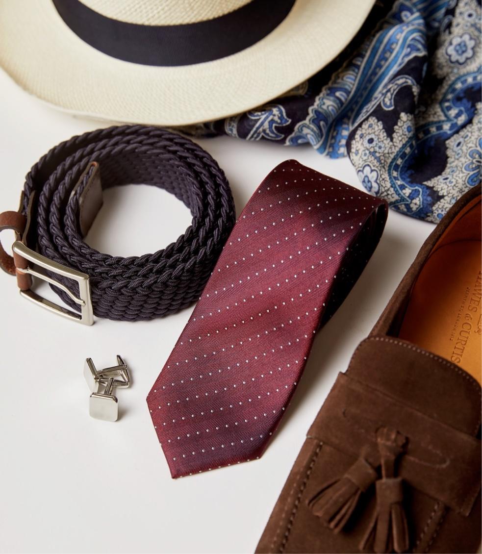 Accessoires wie Einstecktücher, Manschettenknöpfe und Krawatten online bestellen bei Hawes & Curtis.