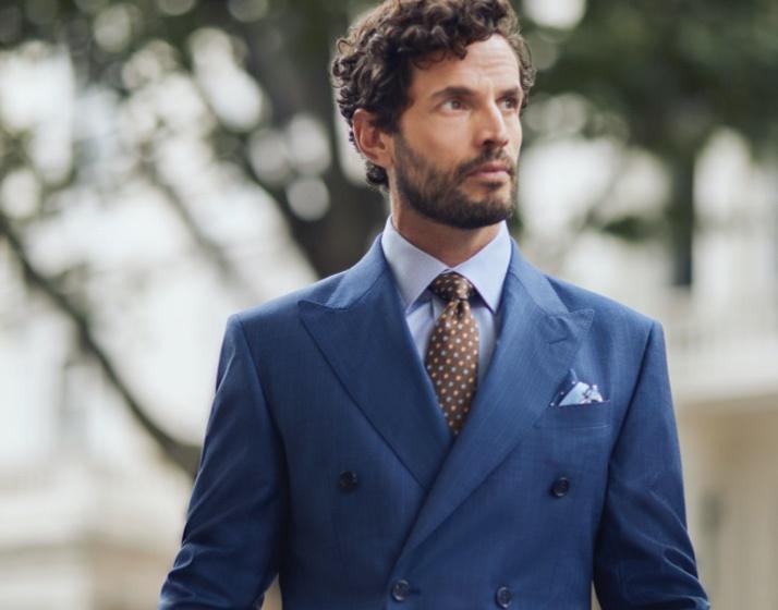 Anzüge in Extra Slim Fit, Slim Fit & Tailored Fit in Premiumqualität von der englischen Traditionsmarke Hawes & Curtis.