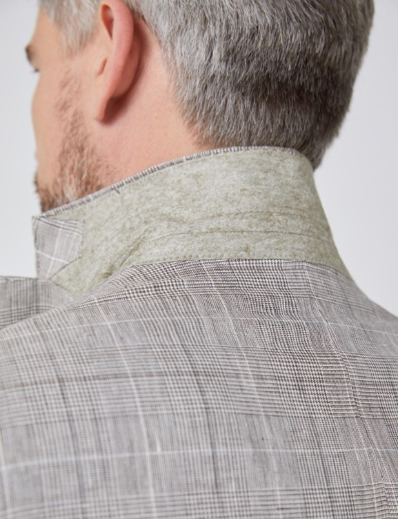 Superior details felt lining under the jacket collars - Hawes & Curtis