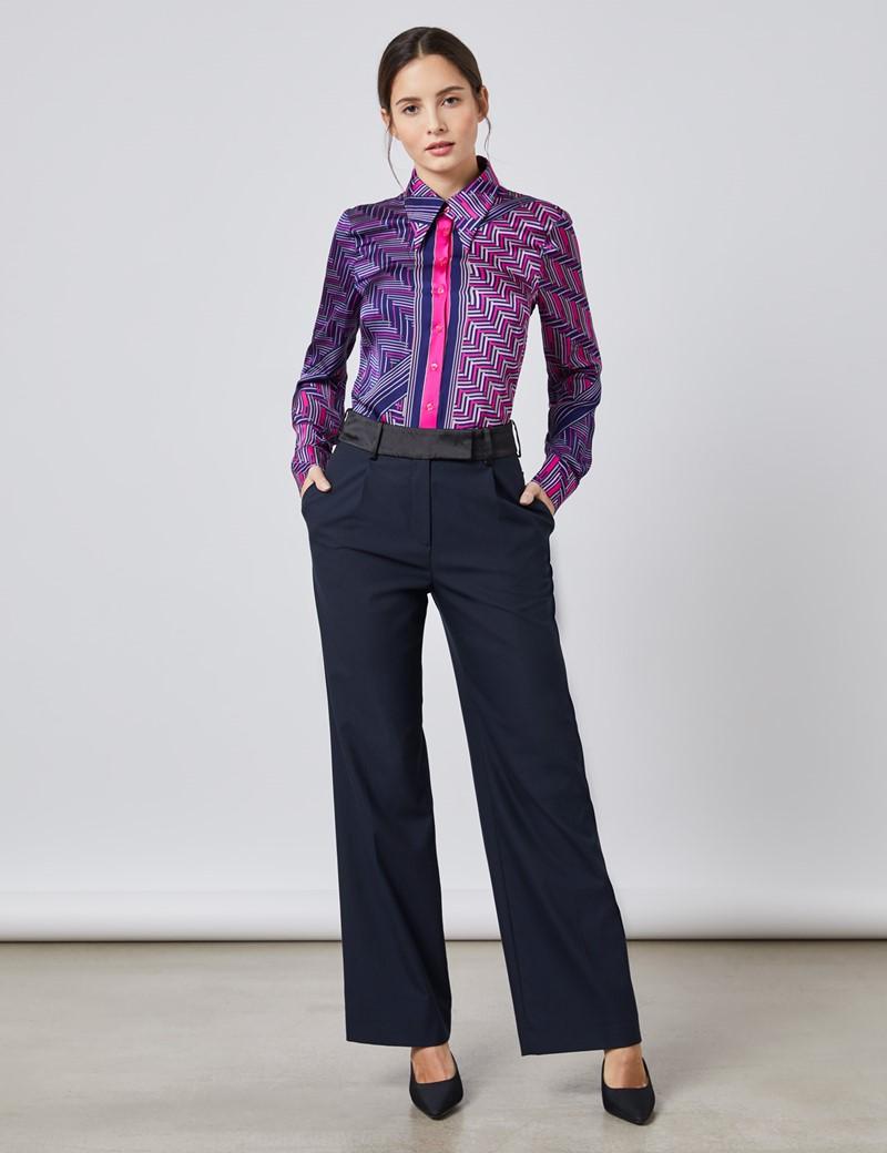 Boutique Bluse – Regular Fit – Satin matt – Vintage Kragen – Geometrisch