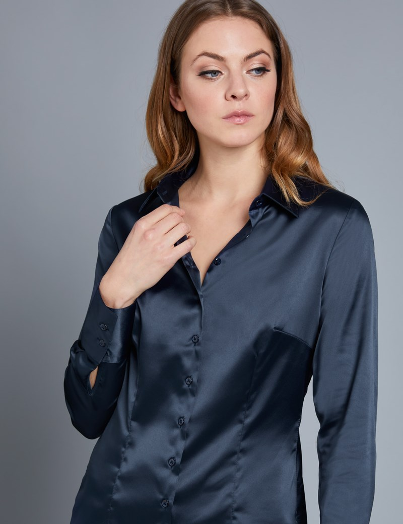 Bluse – Slim Fit – Satin – Marineblau