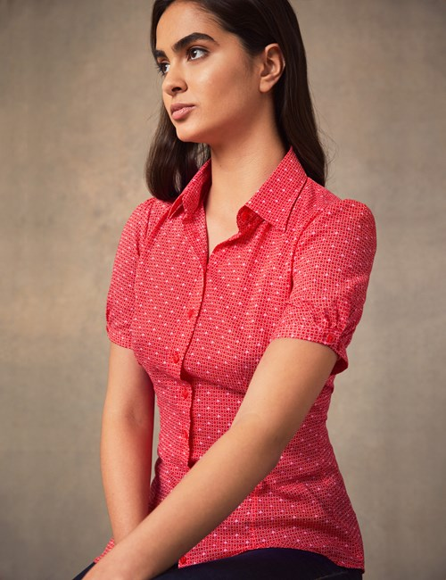 Women's Pink & Red Geometric Print Fitted Short Sleeve Shirt