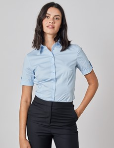 Kurzarm Bluse – Slim Fit – Baumwollstretch – eisblau