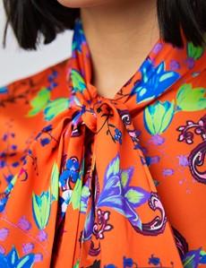 Schluppenbluse – Slim Fit – Satin – orange Blumenmuster