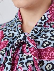 Schluppenbluse – Slim Fit – Satin – hellblau & rosa Animal Print mit Paisley