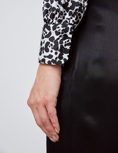 Schluppenbluse – Slim Fit – Satin – schwarz & weiß Animalprint