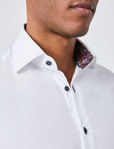Casualhemd – Slim Fit – Kentkragen – Weiß mit Details in burgunder