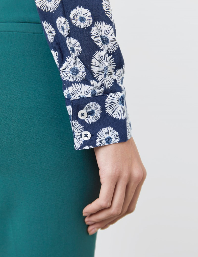 Women's Navy & White Daisy Floral Print Relaxed Fit Shirt - Single Cuff