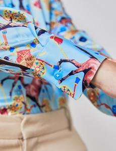 Satinbluse – Regular Fit – spitzer Kragen – hellblau Pferde-Print