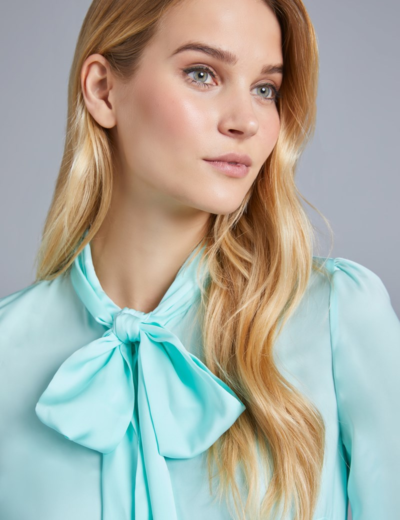 Women's Light Green Plain Fitted Satin Blouse - Pussy Bow